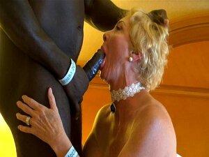Rubia Gilf y Negro Hombre Fuerte