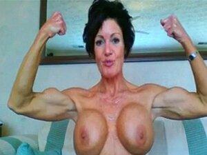 Muscular Madura Mujer Flexing