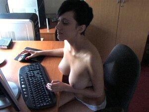 Chica con enormes zepelines en topless abajo video