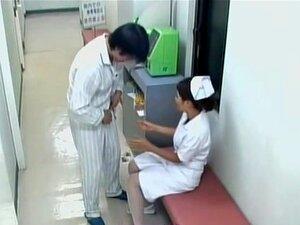 Deliciosa enfermera creampied en spy médico