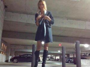 Hottie Bating en el Garaje de Estacionamiento