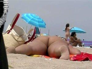 Desnudez de la playa con todo tipo de