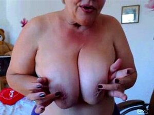 La abuela jugando con en la webcam