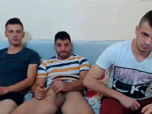 Tres Caliente Rumana Buddies Masturbándose,