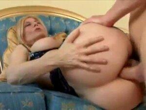 GILF Nina Hartley consigue un anal