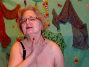 rubia madura masturbandose en Webcam