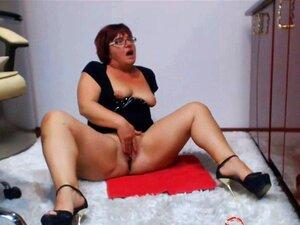 Chica gordita juega con ella por webcam