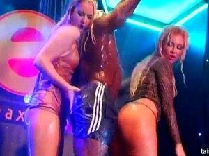 Negrita bailando en la feria acabamos follando porno Chicas Bailando Pornos Porno Teatroporno Com