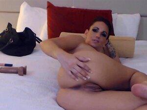 Caliente cougar con piercing a-cup tetas