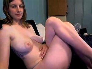 Hermosa chica desnuda en una webcam,