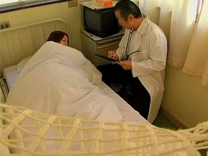 Médico Japon captado por la cámara mientras