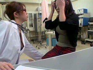 Consolador y examen de mama follan por un lindo