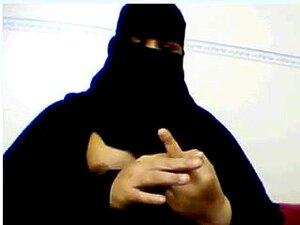 ¡Gorda musulmana saca tetas y frota a