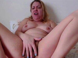 Chorros de ama de casa Izabella con peluda
